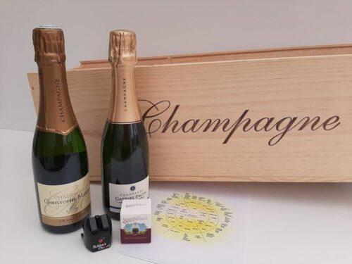2 halve flessen champgne en 2 bubbelsstoppen voor een grote houten kist met champagne opdruk